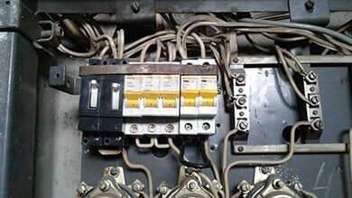 Установка автомата в электрическом щите, город Новосибирск