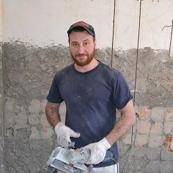 Сергей электромонтажник работает более 10 лет
