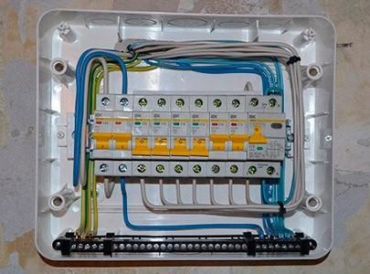 Монтаж пластикового бокса CNK 40-12-1 (Tekfor) наружной установки в квартире